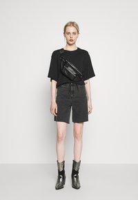 Dr.Denim - MEJA - Shorts di jeans - retro black - 1
