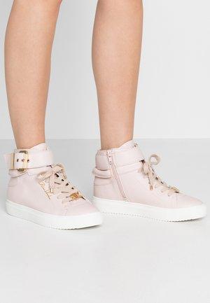 Sneakers alte - light pink