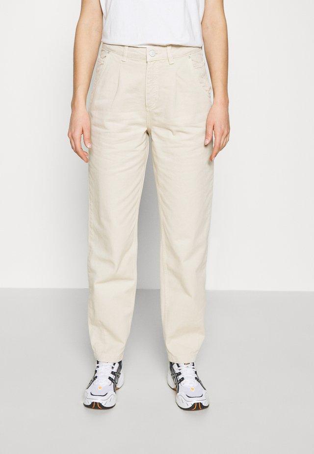ENBRITTA JEANS  - Straight leg jeans - beige