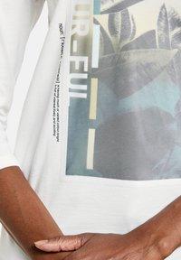 Gerry Weber - Print T-shirt - ecru/weiss/grün patch - 1