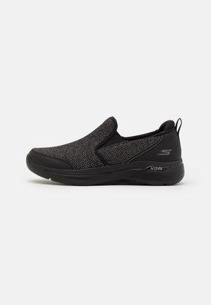 GO WALK ARCH FIT - Scarpe da camminata - black