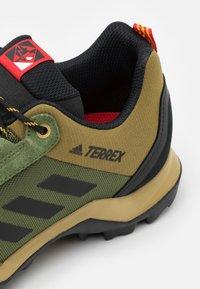 adidas Performance - TERREX AX3 - Hikingskor - wild pine/vivid green/vivid red - 5