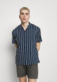 Jack & Jones PREMIUM - JPRBLASTRIPE RESORT SHIRT - Shirt - navy blazer - 0