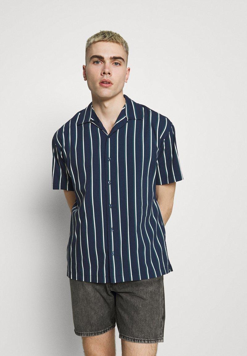Jack & Jones PREMIUM - JPRBLASTRIPE RESORT SHIRT - Shirt - navy blazer