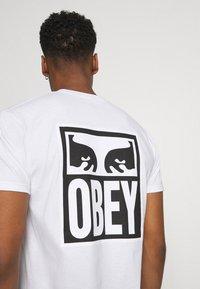 Obey Clothing - EYES ICON - Printtipaita - white - 5