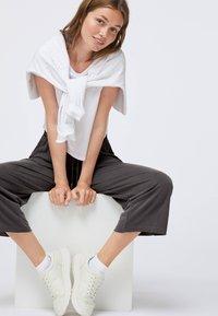 OYSHO - Pantaloni sportivi - dark grey - 1
