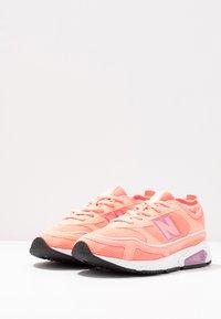 New Balance - WSXRC - Sneakersy niskie - pink - 4