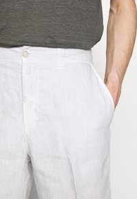 120% Lino - Shorts - stone soft fade - 5