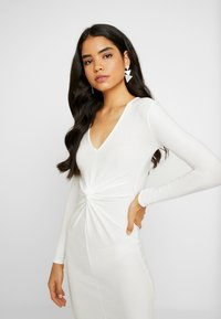 Missguided Tall - SPARKLE TWIST FRONT DRESS - Galajurk - white - 6