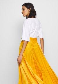 Who What Wear - THE PLEATED WRAP SKIRT - A-line skjørt - sunflower - 3
