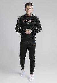 SIKSILK - Maglietta a manica lunga - black - gold - 1
