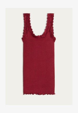 MIT AUSSCHNITT AUS SPITZE - Undershirt - rot - 496i - cherry red