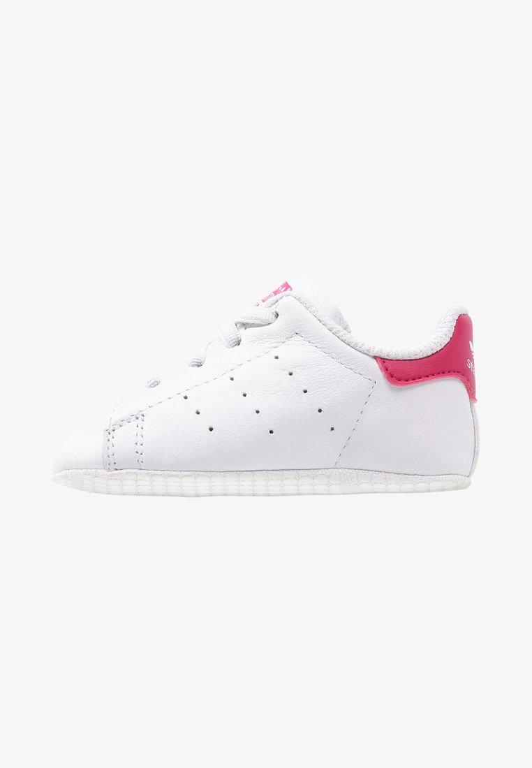 adidas Originals - STAN SMITH CRIB - Chaussons pour bébé - weiß/pink
