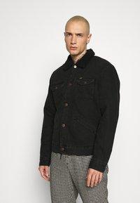 Wrangler - SHERPA - Light jacket - black washed - 0