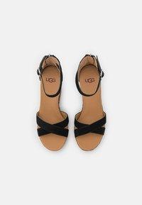 UGG - EZRAH LEOPARD - Sandales à plateforme - black/tan - 4