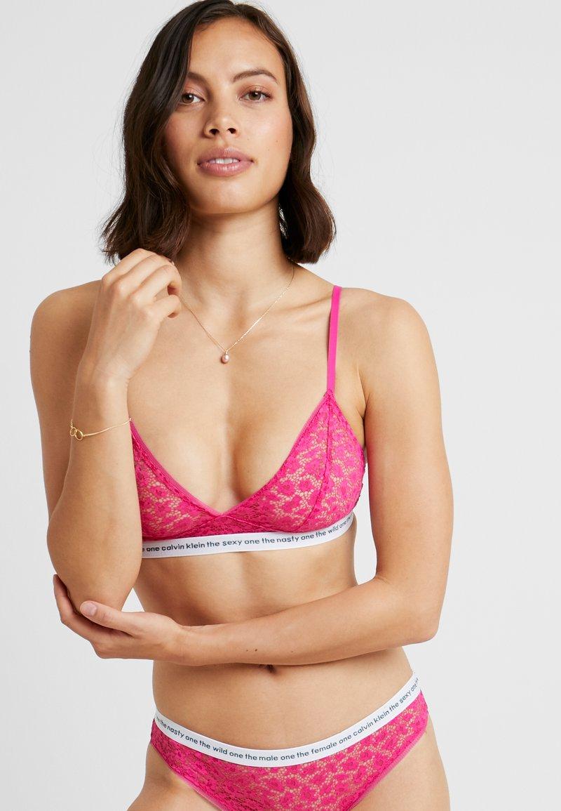Calvin Klein Underwear - CONVERSATIONAL UNLINED TRIANGLE - Triangle bra - thrill