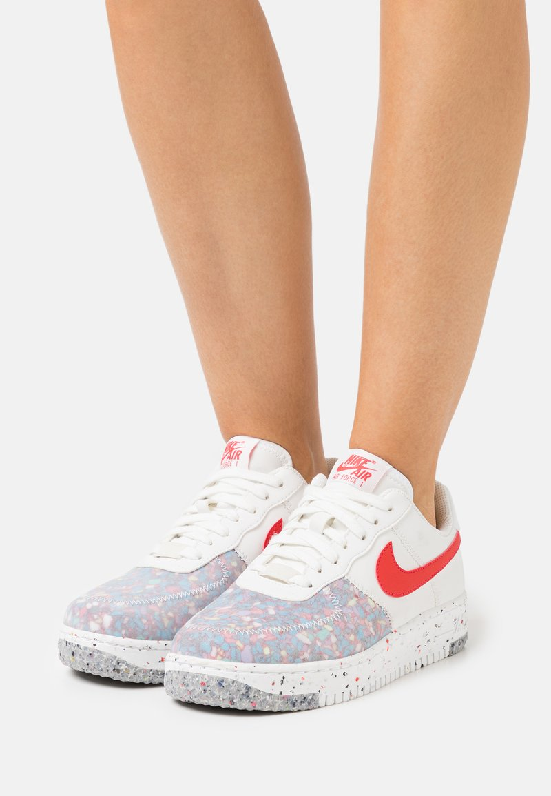 Nike Sportswear - AIR FORCE 1 CRATER - Sneakers laag - summit white/siren red