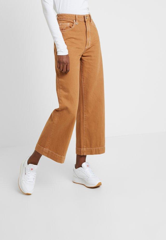 PIXIE - Flared Jeans - cognac