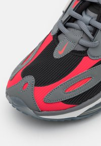 Nike Sportswear - AIR MAX ZEPHYR UNISEX - Sneakers laag - smoke grey/siren red/black/photon dust - 5