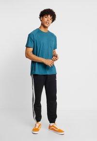 Burton Menswear London - SADDLE SLEEVE TEE - Basic T-shirt - teal - 1