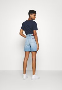 Tommy Jeans - Farkkushortsit - save light blue rigid - 2