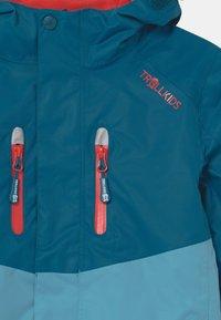 TrollKids - BRYGGEN 2-IN-1 UNISEX  - Hardshellová bunda - petrol/dolphin blue/spicy red - 3