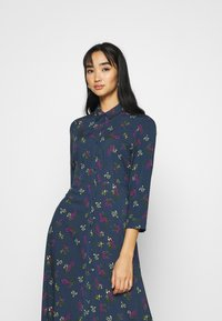 YAS - YASSAVANNA FLOWER LONG DRESS - Vestito lungo - ensign blue - 3