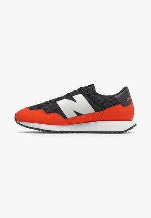 237 - Sneakers laag - black/neo flame
