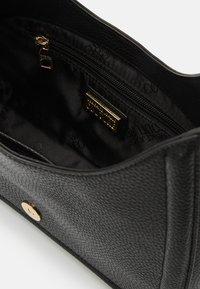 Versace Jeans Couture - BUCKLE SHOULDER BAG - Handbag - nero - 8