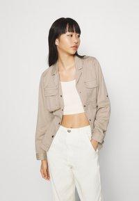 Vero Moda - VMFLAME CARGO BELT JACKET - Summer jacket - beige - 2
