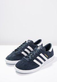adidas Originals - HAMBURG - Matalavartiset tennarit - collegiate navy/white/gold metallic - 2