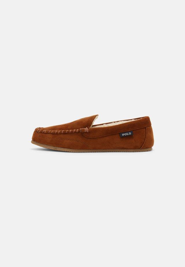 DEZI UNISEX - Pantoffels - snuff