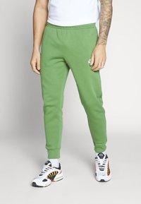 Nike Sportswear - CLUB - Tracksuit bottoms - treeline - 0