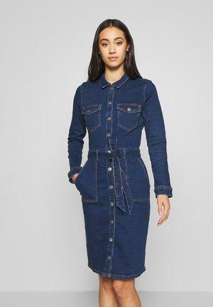 ONLFLAKE BODYCON DRESS - Denimové šaty - medium blue denim