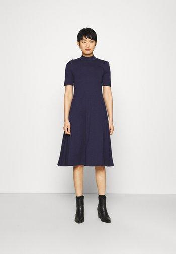 Short sleeves flared basic midi dress