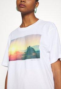 Monki - T-shirts med print - white - 6