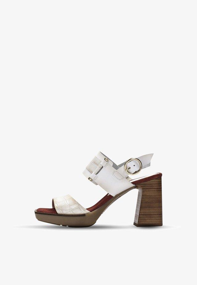 PETRA - Sandales à plateforme - white