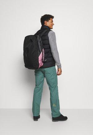 VERTICAL DUFFLE 50 L UNISEX - Sports bag - frosty rose