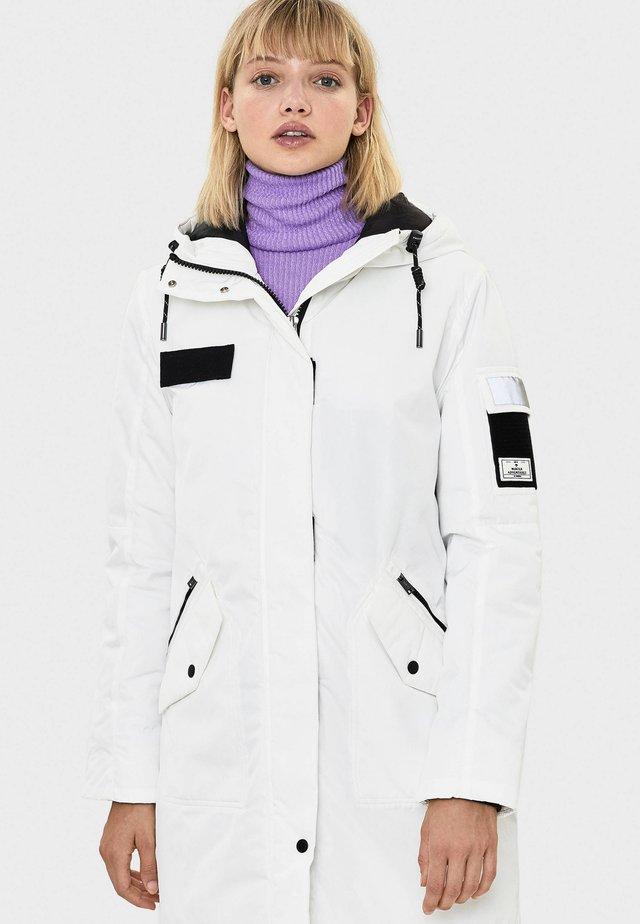 MIT KAPUZE - Winterjas - white