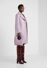 Sand Copenhagen - COLD DYED CLARETA LONG - Classic coat - soft purple - 1