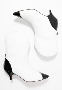 L37 - LIKE A DREAM - Cowboy/biker ankle boot - white - 3