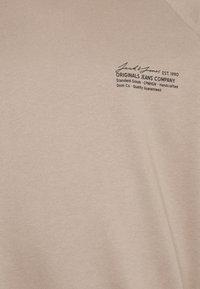 Jack & Jones - JORHOLGER CREW NECK - Sweatshirt - chinchilla - 2