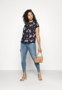 ONLY Carmakoma - CARSALLY LIFE - Jeans Skinny Fit - light blue - 1