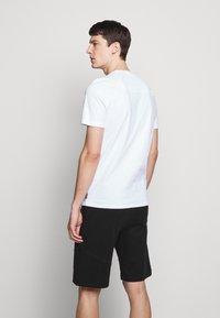 Raeburn - PARACHUTE GRAPHIC  - T-shirts print - white - 2