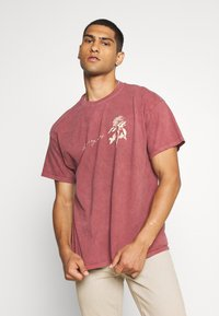 Mennace - IN MY DREAMS - T-shirt con stampa - oxblood - 0