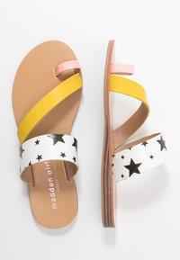 Madden Girl - AUTUMN - T-bar sandals - black/white - 3
