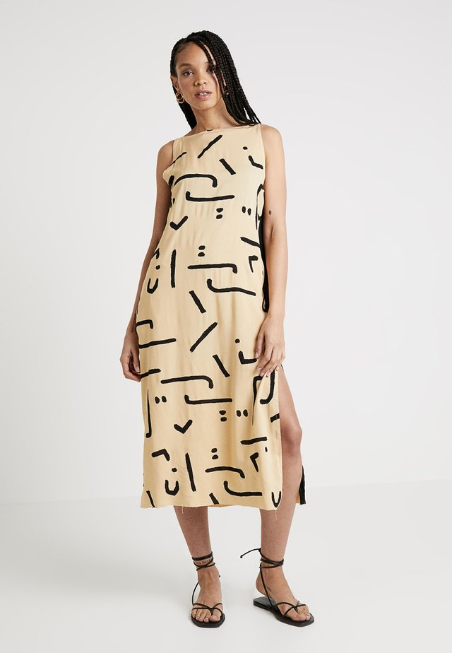 ABSTRACT WARRIOR DRESS - Maxikjole - ochre