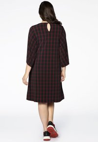 Yoek - Day dress - black/red - 2