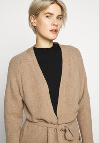 WEEKEND MaxMara - OVATTE - Cardigan - kamel - 3