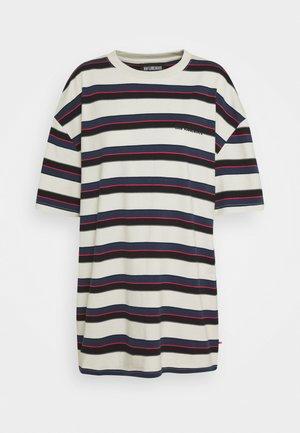 BOYFRIEND TEE - Print T-shirt - grey